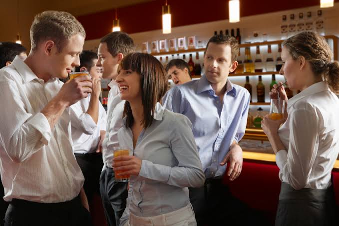 6 Rules for Drinking Alcohol With Your Co-Workers